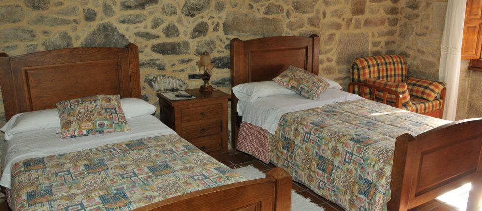 Casa do xan casa de turismo rural en galicia con vistas for Habitaciones completas baratas